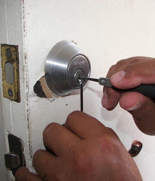 Emergency Locksmith Services Agoura Hills